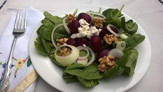 Spinach, Beet and Walnut Salad