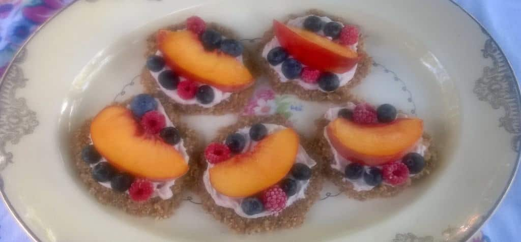 Cool summer tarts with a no bake crust and fresh fruit